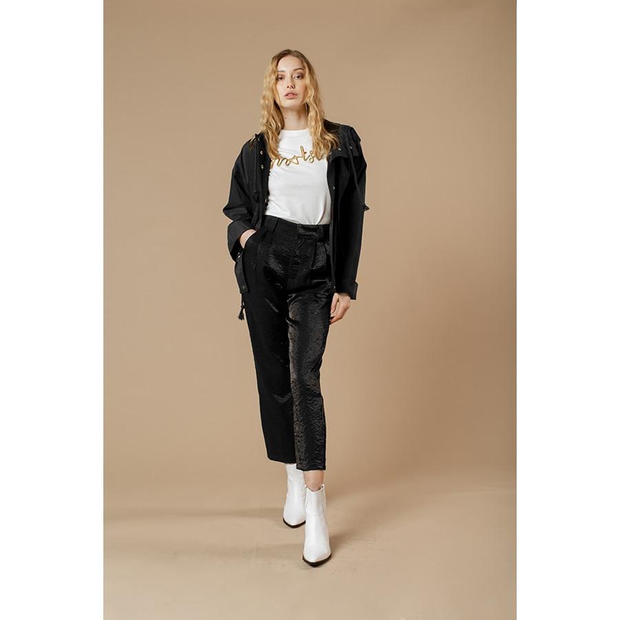 Pantalone donna con pences tessuto lucido nero